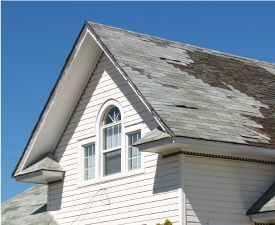 A roof with damage to the shingles